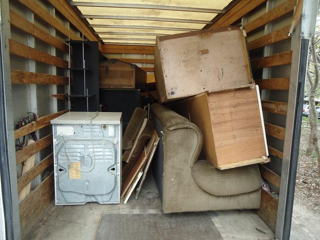 Извозване на Стари мебели в София